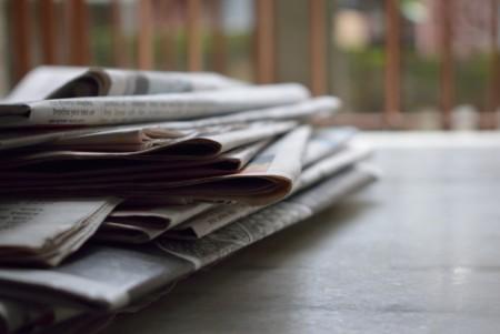 Bild: Stapel Zeitungen